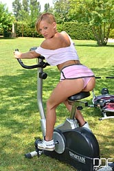 Pussy Eating in the Park - Workout Turns Sexual
